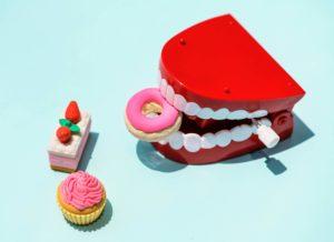 Les enfants adorent les sucreries... Les montres des dents également !